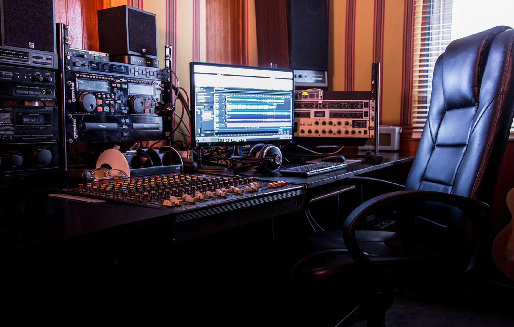 estudio-de-grabacion-voz-en-off-2